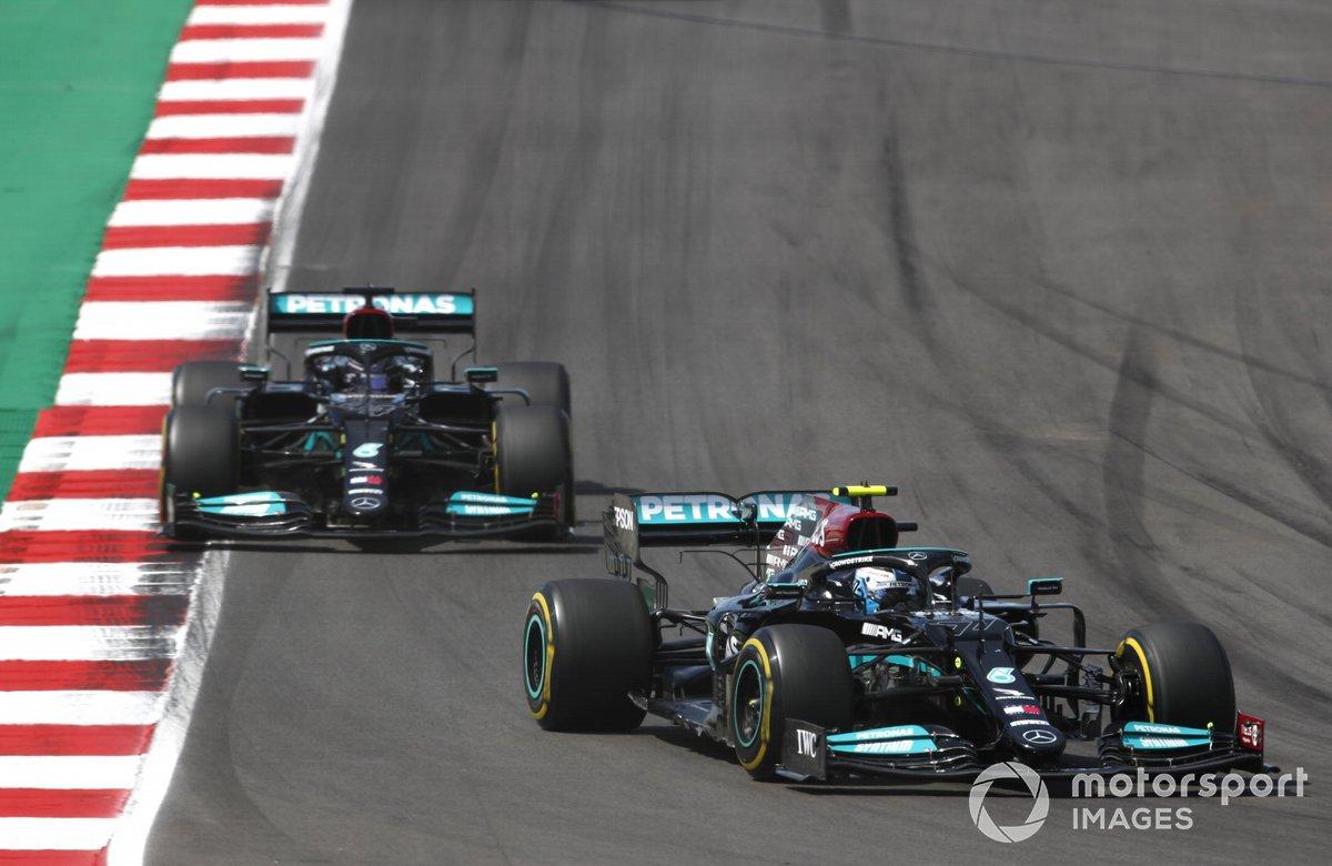 Valtteri Bottas, Mercedes W12, Lewis Hamilton, Mercedes W12, Max Verstappen, Red Bull Racing RB16B