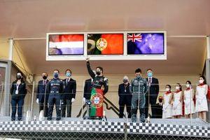 Antonio Felix Da Costa, DS Techeetah, celebrates with Robin Frijns, Envision Virgin Racing, Mitch Evans, Jaguar Racing