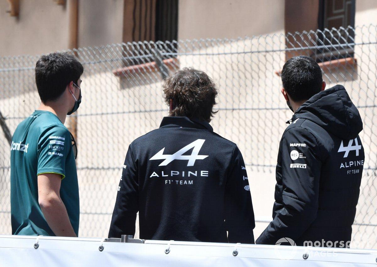 Lance Stroll, Aston Martin, Fernando Alonso, Alpine F1, y Esteban Ocon, Alpine F1