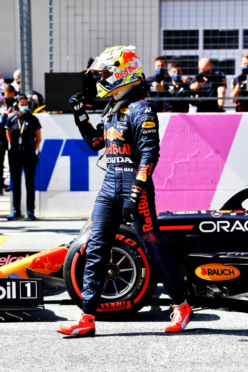 Ganador de la pole Max Verstappen, Red Bull Racing en Parc Ferme