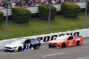 Chris Buescher, Roush Fenway Racing, Ford Mustang Acronis y Bubba Wallace, 23XI Racing, Toyota Camry Root Insurance