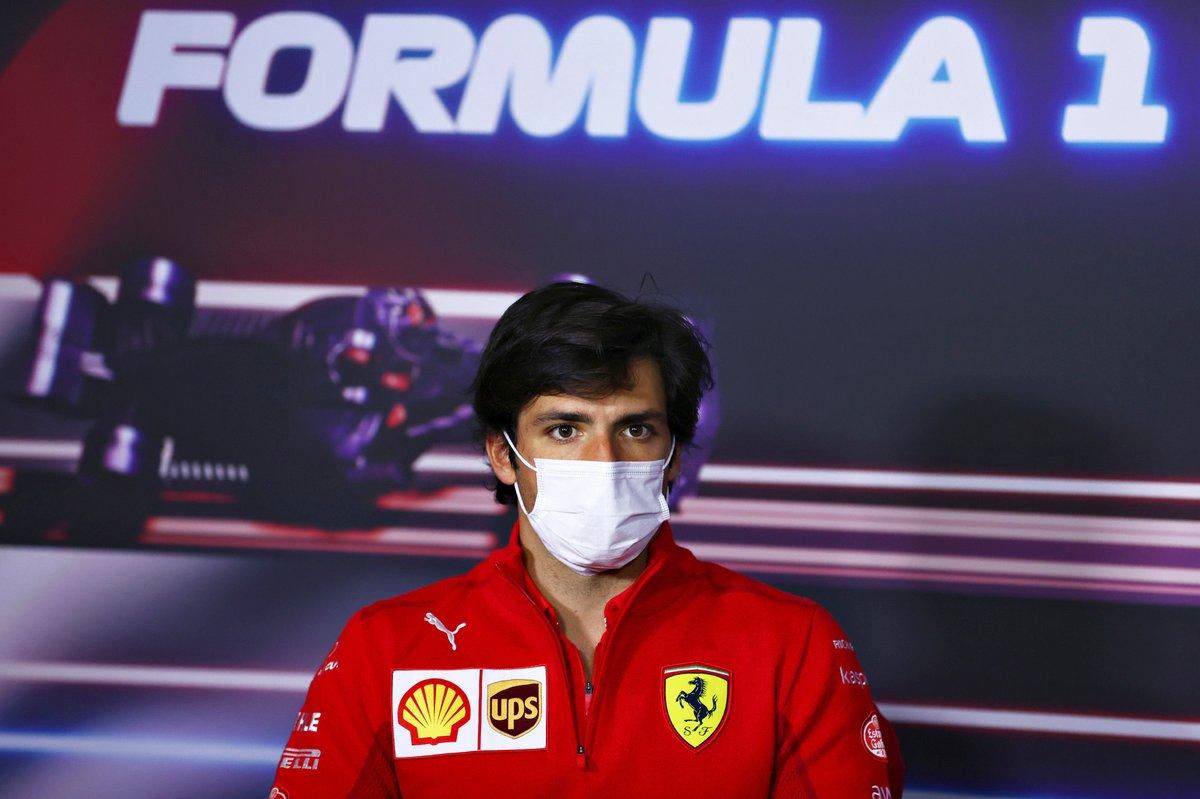 Carlos Sainz Jr., Ferrari durante la conferencia de prensa