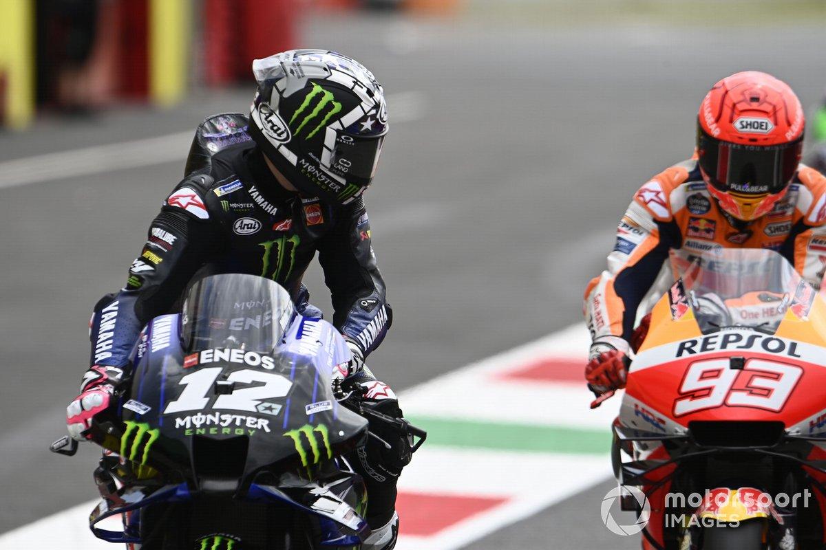 Maverick Vinales, Yamaha Factory Racing, mira a Marc Marquez, Repsol Honda Team