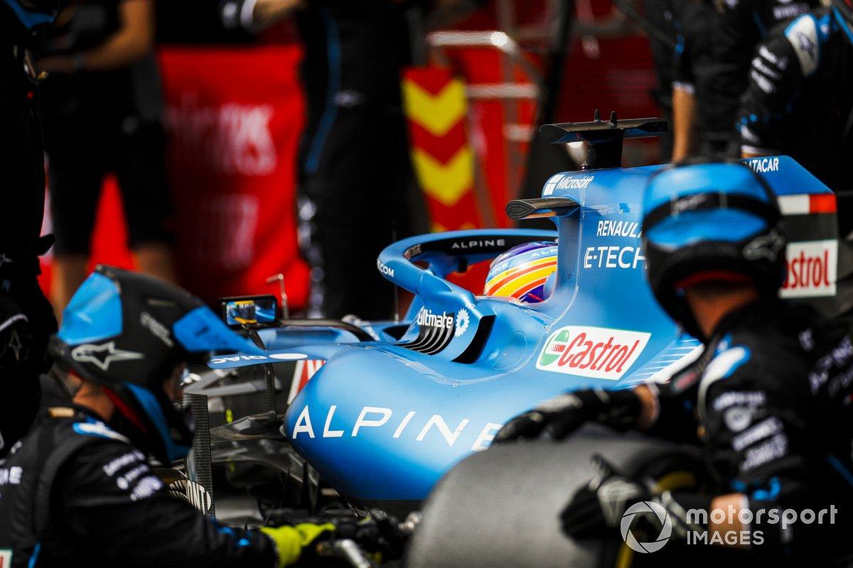 Fernando Alonso, Alpine A521, pit stop