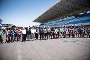Un minuto de silencio por la trágica muerte de Jason Dupasquier de Moto3 con todos los pilotos del WorldSBK y los oficiales