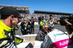 Helio Castroneves, Meyer Shank Racing Honda, Simon Pagenaud, Team Penske Chevrolet, Mario Andretti