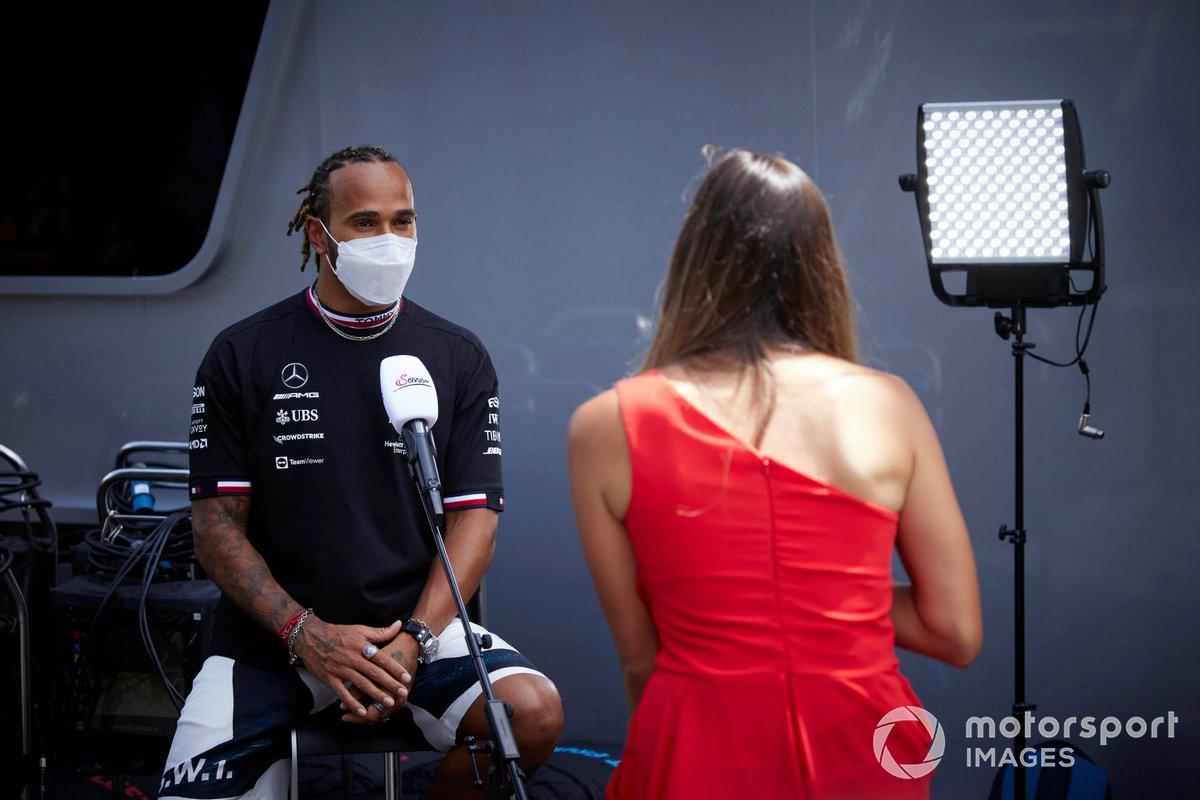Lewis Hamilton, Mercedes es entrevistado