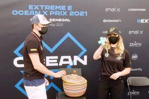 Kevin Hansen, JBXE Extreme-E Teamg, e Mikaela Ahlin-Kottulinsky, JBXE Extreme-E Team, at the running order lottery