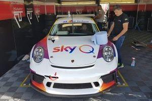 La Porsche di Carlo Vanzini, Sky Q, nel garage