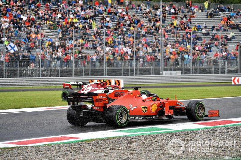 Sebastian Vettel, Ferrari SF90, sorpassa Antonio Giovinazzi, Alfa Romeo Racing C38, che è uscito di pista