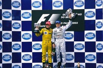 Podio: Ganador de la carrera Kimi Raikkönen, McLaren, Giancarlo Fisichella, Jordan
