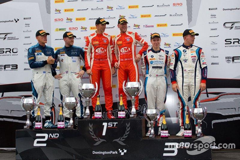 Podium GT3: race winners #47 TF Sport Aston Martin V8 Vantage GT3: Graham Davidson, Johnny Adam