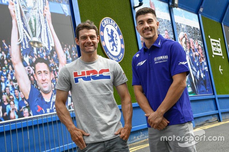 Maverick Viñales (Yamaha) y Cal Crutchlow (LCR Honda) visitan Stamford Bridge con el portero del Chelsea, Kepa