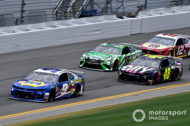 Chase Elliott, Hendrick Motorsports, Chevrolet Camaro NAPA Batteries and Jimmie Johnson, Hendrick Motorsports, Chevrolet Camaro Ally