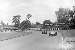 Jean Behra, Maserati en Mike Hawthorn, Ferrari