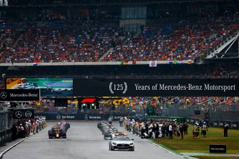 Safety Car leads the formation lap
