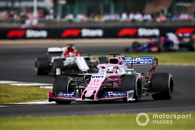 Sergio Perez, Racing Point RP19, leads Kimi Raikkonen, Alfa Romeo Racing C38