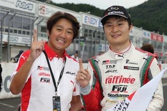 Race winner Kenta Yamashita, Kondo Racing, Masahiko Kondo
