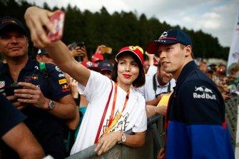 Daniil Kvyat, Toro Rosso, with fans