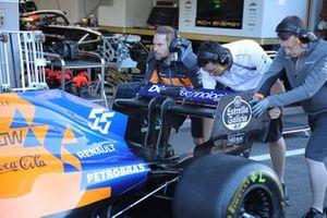 Detalle del alerón trasero del McLaren MCL34 de Carlos Sainz