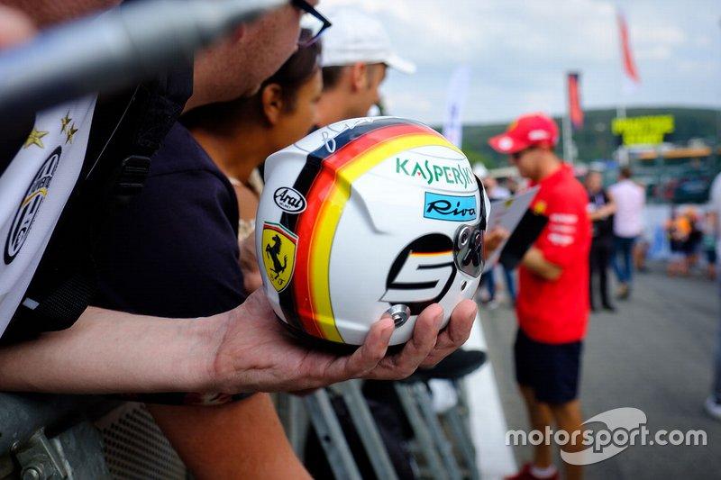 Réplica do capacete de Sebastian Vettel, Ferrari