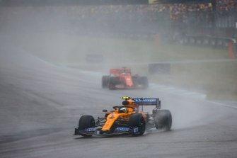 Lando Norris, McLaren MCL34, devant Sebastian Vettel, Ferrari SF90