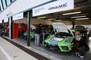 Porsche nel garage