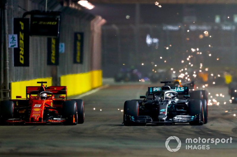La lotta tra Sebastian Vettel, Ferrari SF90 e Lewis Hamilton, Mercedes AMG F1 W10