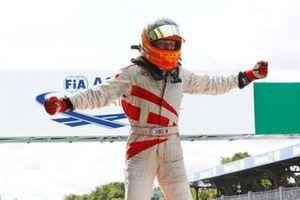 Il vincitore della gara Larry ten Voorde, MRS GT-Racing