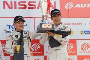 小暮卓史と元嶋佑弥(#88 マネパ ランボルギーニ GT3)