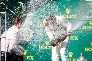 Lewis Hamilton, Mercedes AMG F1, 1e positie, op het podium