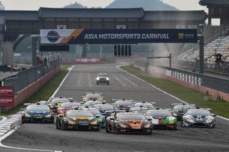 Partenza della gara di sabato del Lamborghini Super Trofeo