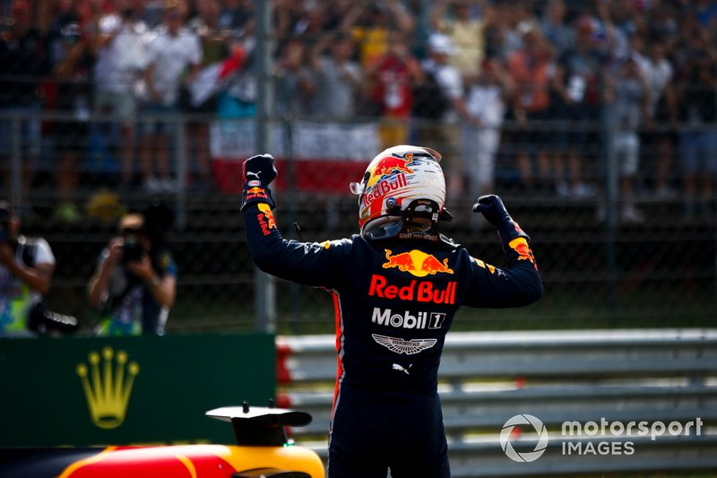 Pole Sitter Max Verstappen, Red Bull Racing celebraties in Parc Ferme