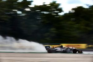 Kevin Magnussen, Haas F1 Team Team VF-19, kicks up cement dust used to cover oil from a previous on track session