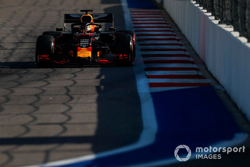 4º: Max Verstappen, Red Bull Racing RB15: +14.210