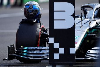 The helmet of Valtteri Bottas, Mercedes AMG F1, on his car after Qualifying