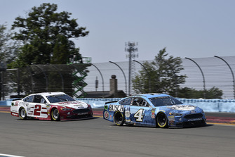 Kevin Harvick, Stewart-Haas Racing, Ford Fusion Busch Beer and Brad Keselowski, Team Penske, Ford Fusion Wabash National