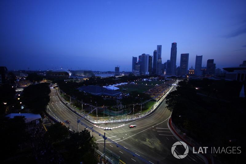 Адріан Сутіль, Force India F1 VJM01, попереду суперників