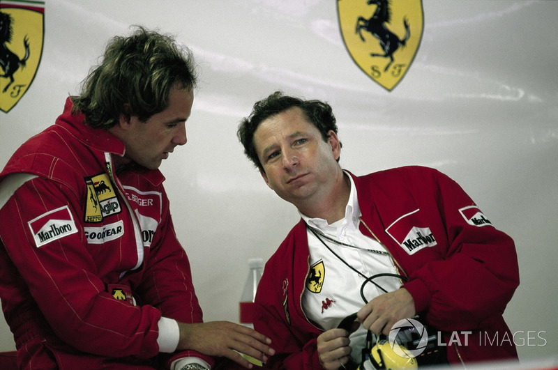 Gerhard Berger, Ferrari y Jean Todt en el garaje de Ferrari