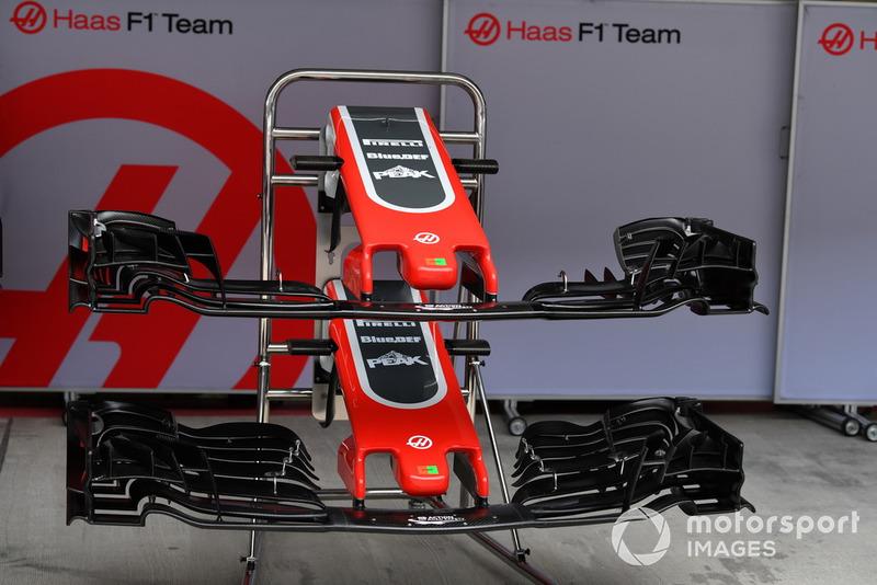 Des nez et ailerons avant de Haas F1 Team VF-18