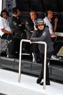 Fernando Alonso, McLaren on the pit wall gantry