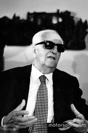 Casinalbo 1982, Enzo Ferrari answers to journalists during the end of the year press conference.