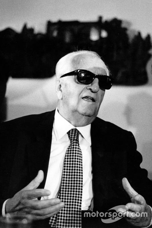 Casinalbo 1982, Enzo Ferrari risponde ai giornalisti durante la conferenza stampa di fine anno