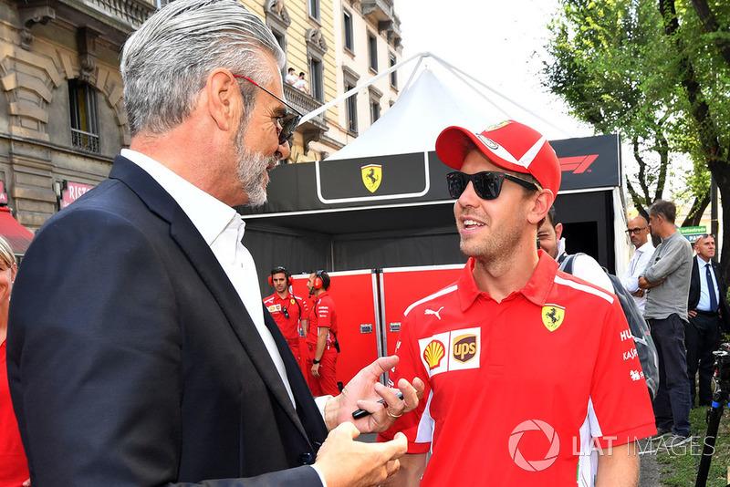 Maurizio Arrivabene, director del equipo Ferrari y Sebastian Vettel, Ferrari