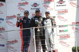 Podio TCR Gara 2: il secondo classificato Nicola Baldan, Pit Lane Competizioni, il vincitore della gara Edoardo Cappello, il terzo classificato Salvatore Tavano