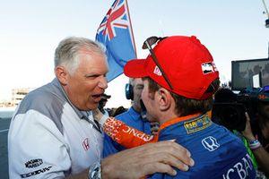 Champion Scott Dixon, Chip Ganassi Racing Honda with Art StCyr of Honda