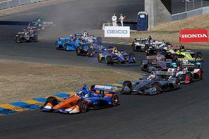 Scott Dixon, Chip Ganassi Racing Honda at the start while Alexander Rossi, Andretti Autosport Honda has trouble