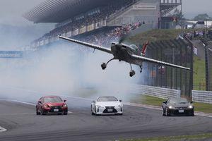 Yoshihide Muroya in flight performance