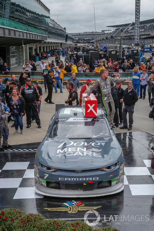 Justin Allgaier, JR Motorsports, Chevrolet Camaro Dove Men + Care victory lane
