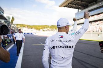 Pole sitter Valtteri Bottas, Mercedes AMG F1, celebrates